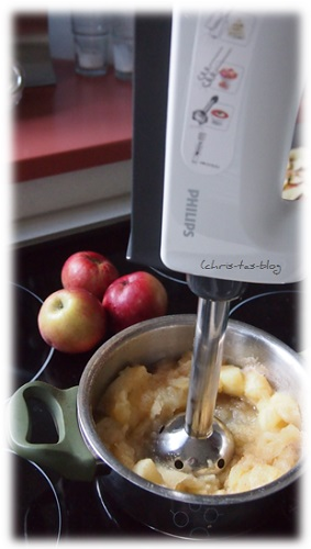 Äpfel mit dem Stabmixer pürieren
