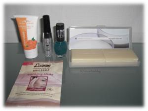 Inhalt meiner pinken Valentinsbox von Glossybox mit tollen Produkten