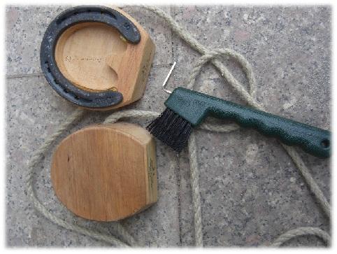 Shaddy-Hufe mit Reinigungswerkzeug