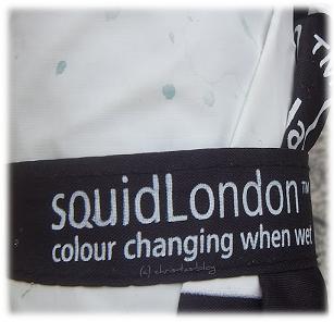 Regenschirme von Squid London wechseln bei Regen die Farbe