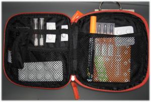 Pflasterkoffer mit Medikamenten