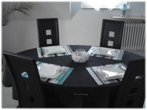 Mein Esszimmer-Tisch mit Tischwäsche von TiDEKO