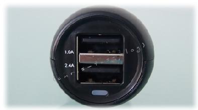 2 USB-Anschlüss zum Laden von Geräten im Kfz