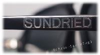 Sundried Logo auf Brillenbügel