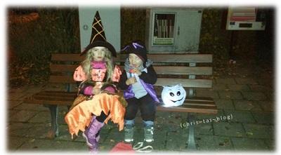 kleine Hexe und Fledermaus Halloween