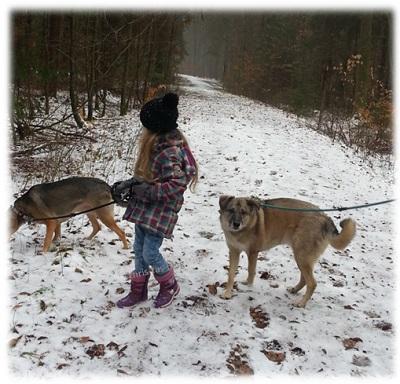 Virginia mit den Hunden