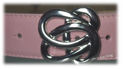 rosa Gürtel mit silberfarbenen Schließe