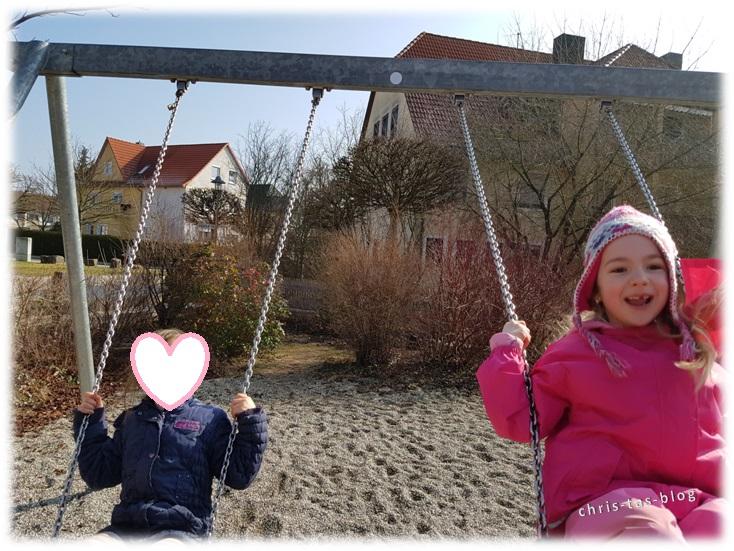 Am Spielplatz mit der KiTa