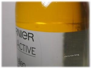 Arganöl setzt sich auf dem Mizellenwasser ab