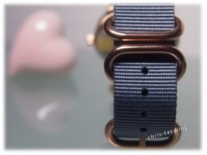 Roséfarbene Elemente Yves Camani Unisson Armbanduhr
