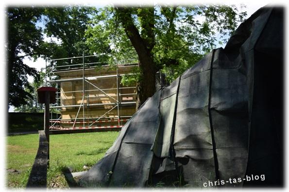 abgerissenes Dach vom Teehaus Schloss Weissenstein