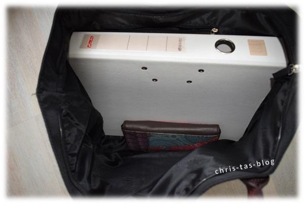 Platz für DIN A4 Ordner in Shopper Bag