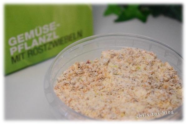 Pulver Gemüse-Pflanzl mit Röstzwiebeln