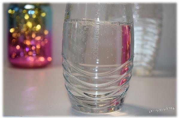 Sprudelwasser in Gläsern von SodaStream