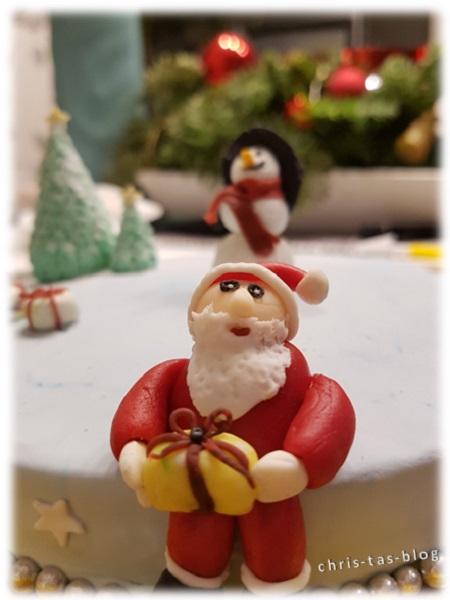 Weihnachtsmann auf Fondanttorte