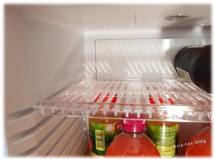 Verstellbares Fach im Klarstein Mini-Kühlschrank MKS-12