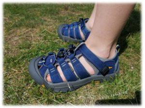 Brooklyn trägt die KEEN Newport H2 Sandale