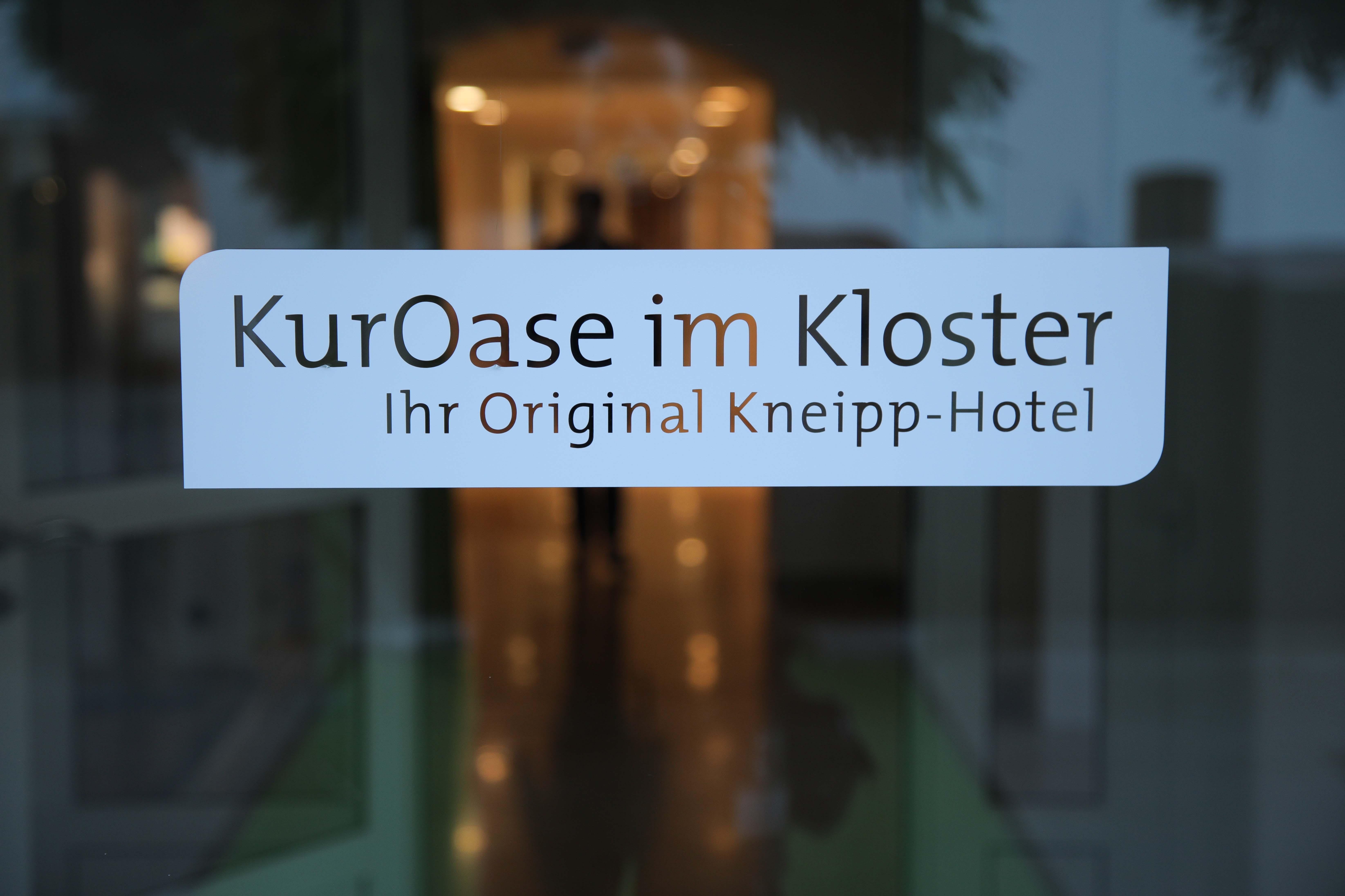 Eingang KurOase im Kloster Hotel