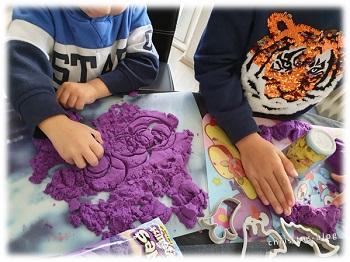 Formen ausstechen Kinetic Sand