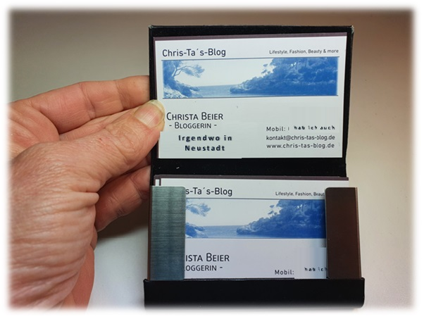 Visitenkarte in Kartenhalter