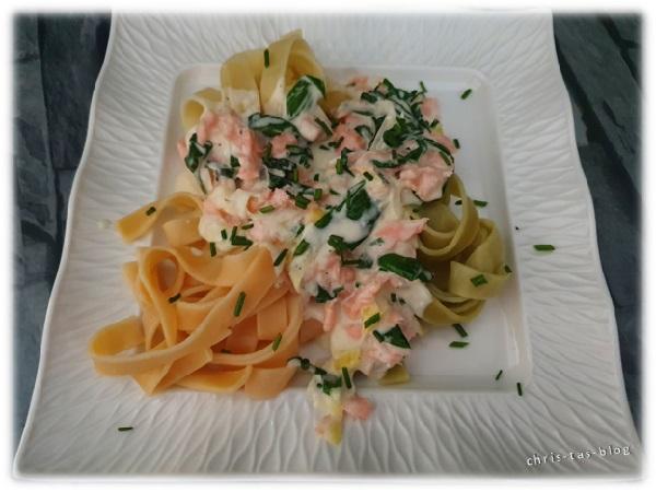 Tagliatelle Spaghetti oder sonstige Pasta - mit Bärlauch und Räucherlachs superlecker