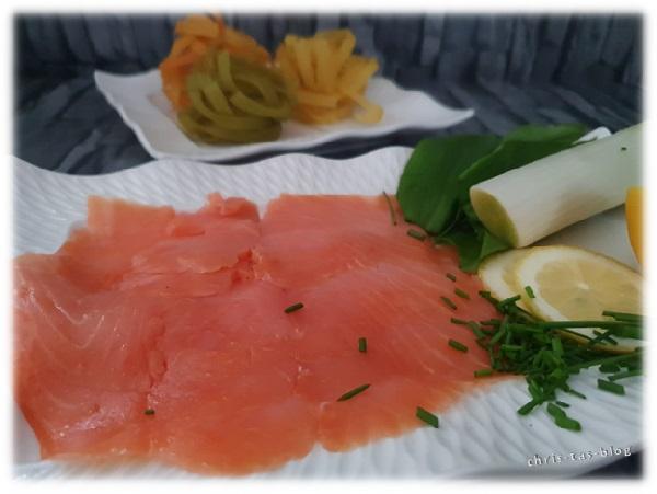 frischer Räucherlachs für Pasta mit Bärlauch