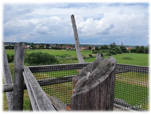 Aussichtsturm Storchen-Lehrpfad mit Blick auf Uehlfeld