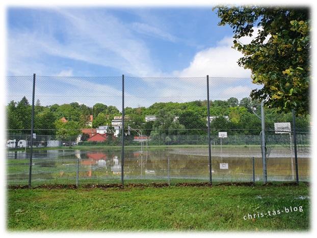 Jahrhunderthochwasser überflutet Sportplatz Neustadt Aisch