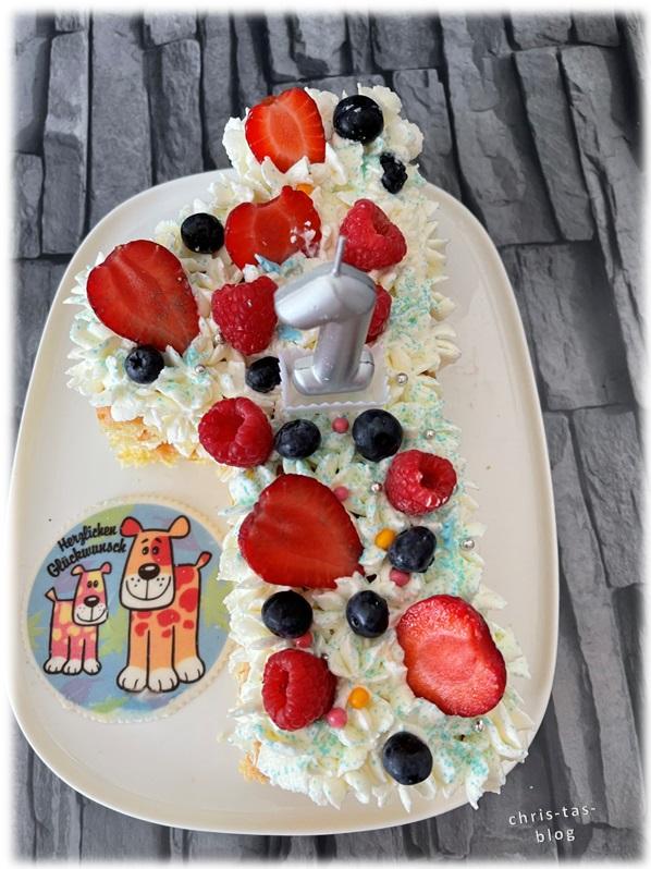 Numbercake Lettercake befüllt mit Obst und Streuseln