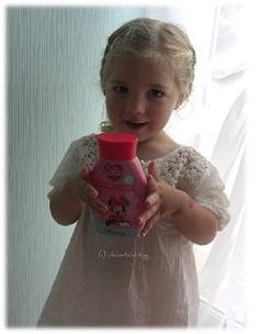 Virginia und Pflegeprodukt für Kinder mit der Minnie Mouse
