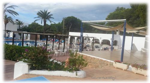 Außenbereich Club Cala Llenya Ibiza