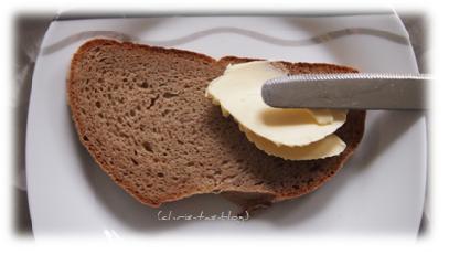 Becel Gold ist super streichfähigauf Brot