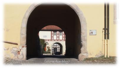 Blick durchs Klostertor