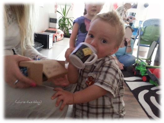 Brooklyn und die neue Trinklerntasse von baby box