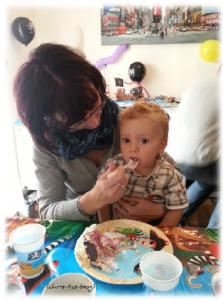 Brooklyn genießt seine Geburtstagstorte