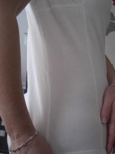 Seitennähte des laulas Funktionsunterhemdes bei übermäßigem Schwitzen