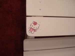 DIY: Kindersitzgruppe mit Hello Kitty Motiven bemalt