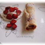 Pfannkuchen mit Erdbeeren und Sahne