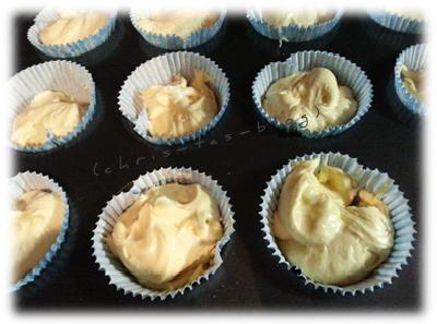 Cupcakes -Teig in Muffinförmchen