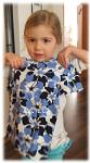 Virginia und ihr neues Shirt von Lingon & Blåbär
