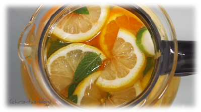 Eistee mit Orangen und Zitronen
