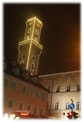 Fürther Rathaus beleuchtet
