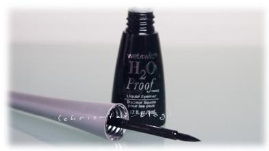 Flüssig Eyeliner in schwarz wasserfest