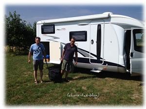 Das Zelt verpackt wiegt 25 kg
