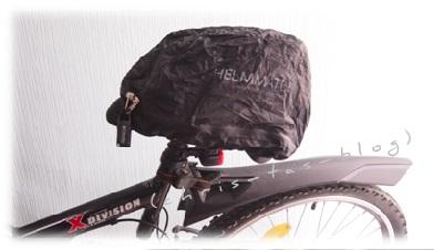 So wird der Fahrradhelm vor Schmutz und Regen geschützt