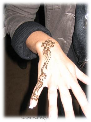 Henna-Bemalung im Beduinencamp Dubai Wüste