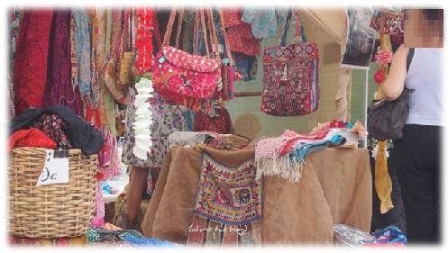 Hübsche Taschen auf dem Hippie Markt Ibiza