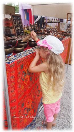 Virginia entdeckt Klangschalen Hippie Markt Ibiza