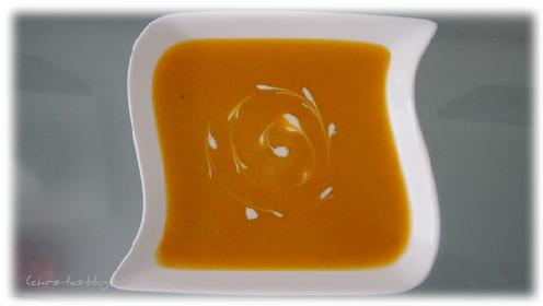 Kartoffel-Karotten-Suppe mit Creme fraiche