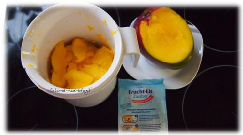 Kleingeschnittenes Obst für Eis vorbereitet